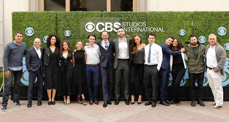 El Screening de CBS: Armando Nuñez, president y CEO, encabeza al equipo de distribución junto a los talentos de las series 'Charmed', 'A Million Little Things', y 'FBI'
