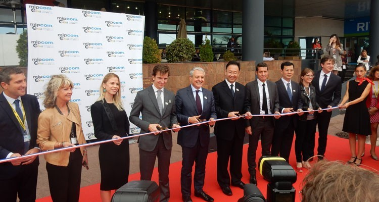 "Paul Zilk, president and CEO, Reed Midem, hosted the ceremonial reborn cutting, welcoming China as ""Country of Honor"". More than 70 exhibitors and about 150 companies from the Asian giant attend the market"